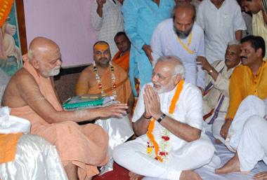 Shankaracharaya with Shri Narendra Modi